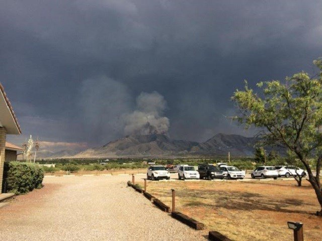 Flames rip through Arizona, topping US in wildfires