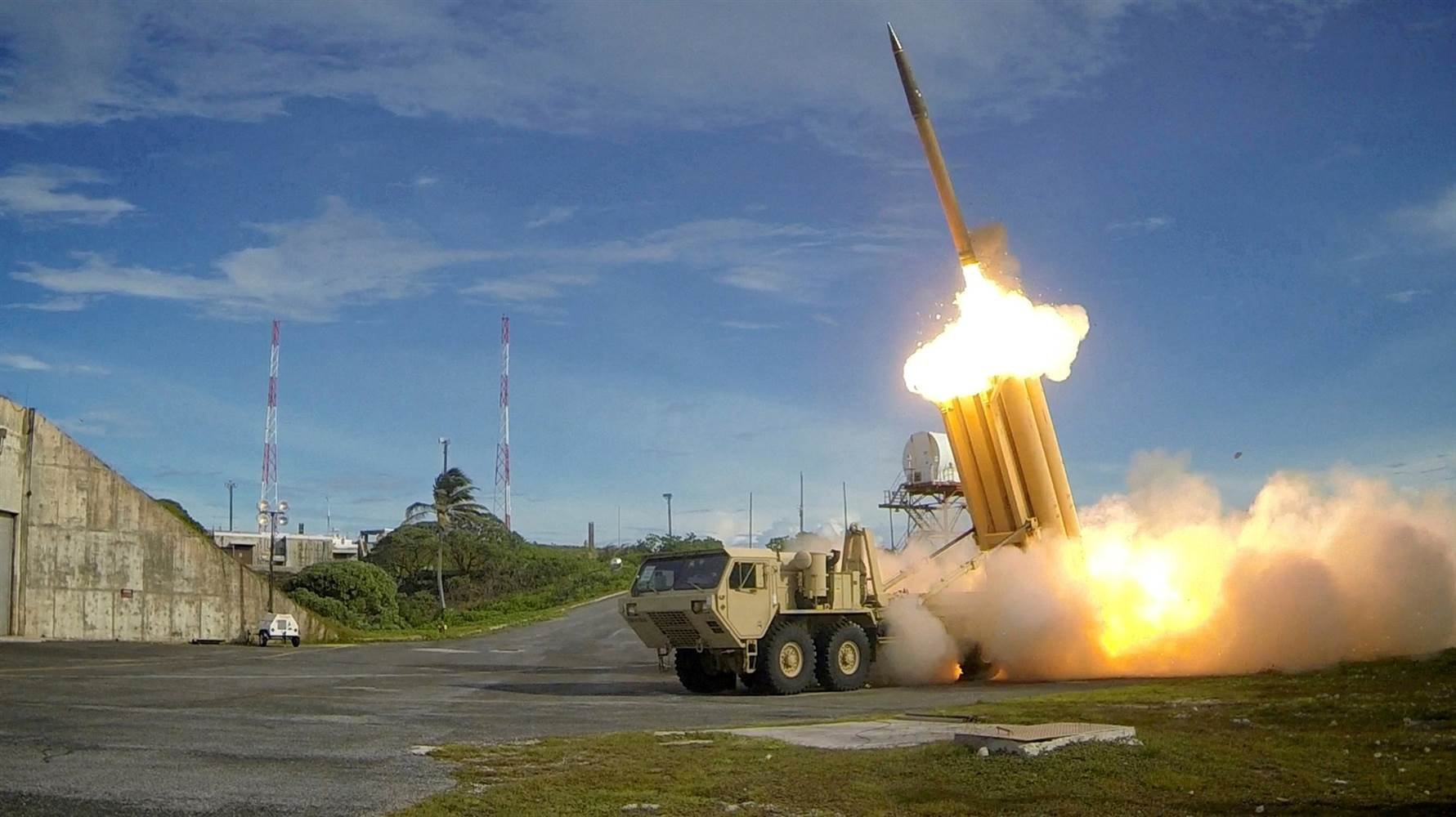 U.S. tests missile-defense system over Pacific Ocean