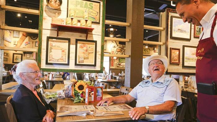IN couple accomplish goal of visiting every Cracker Barrel
