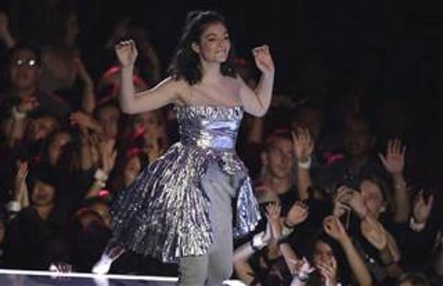 Lorde cancels Israel show after pressure