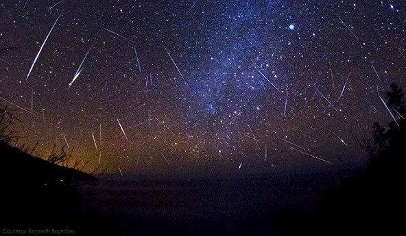 How to Catch a Glimpse of This Weekend's Lyrid Meteor Shower